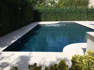 piscina interrata a sfioro sottobattente