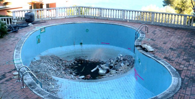 piscina da ristrutturare
