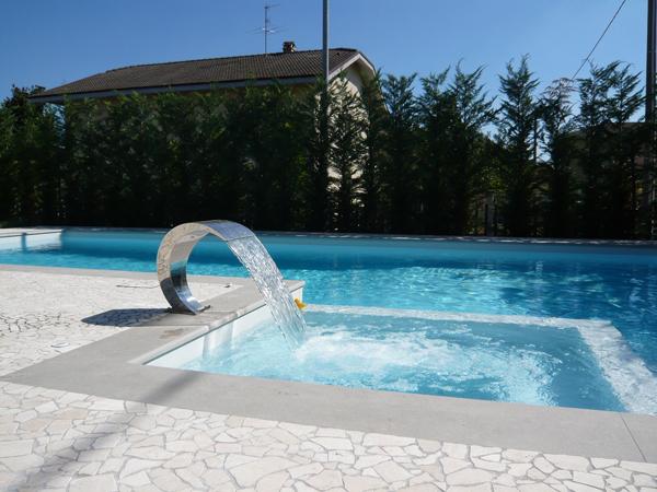 lama d'acqua in piscina