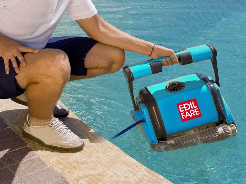 pulizia robot automatici piscina