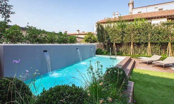 piscina fuoriterra con fontane