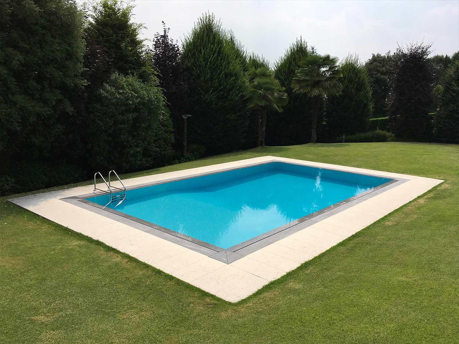 piscina a sfioro a fessura